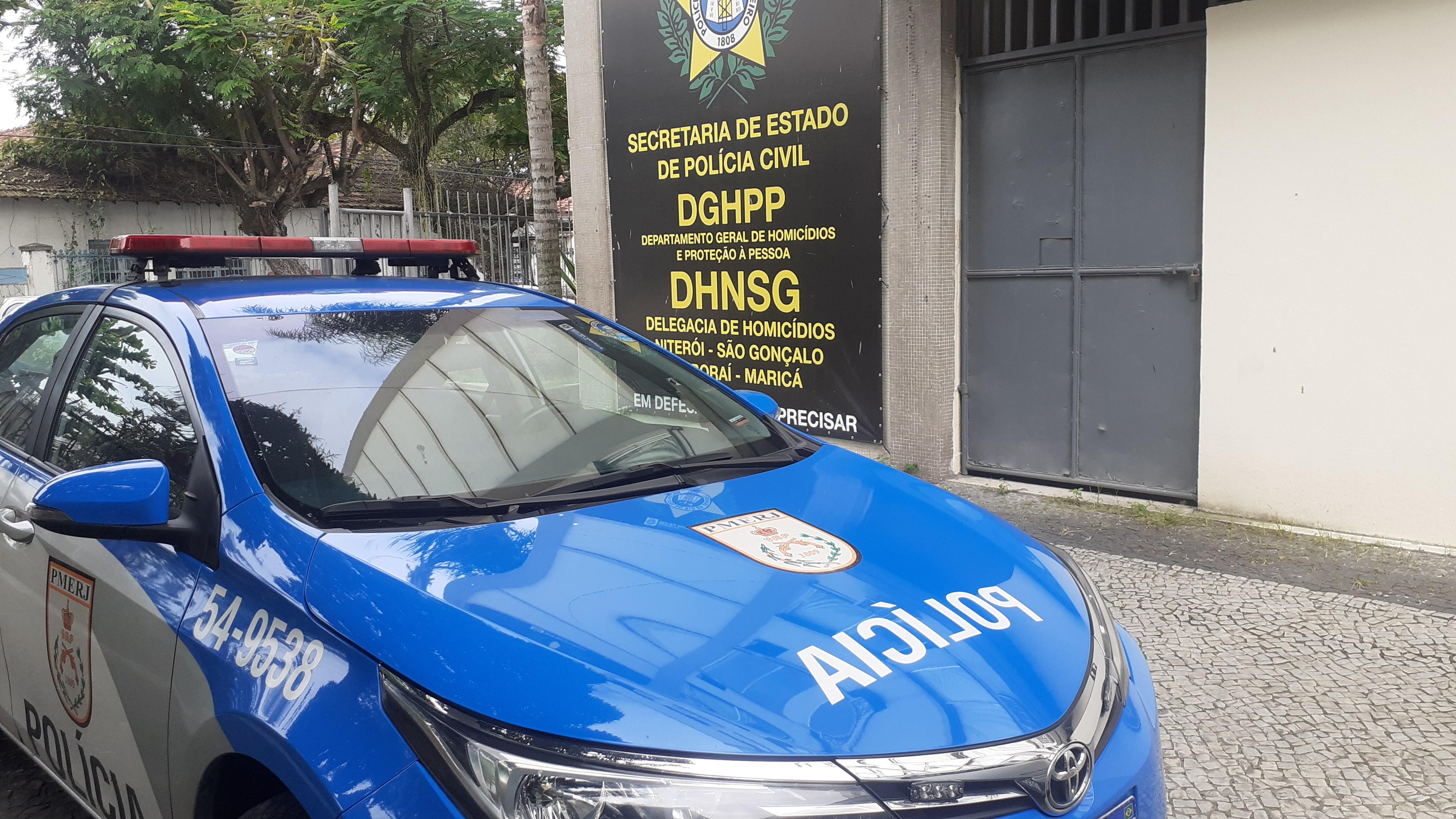 Policial atira na própria família e mata a esposa em São Gonçalo
