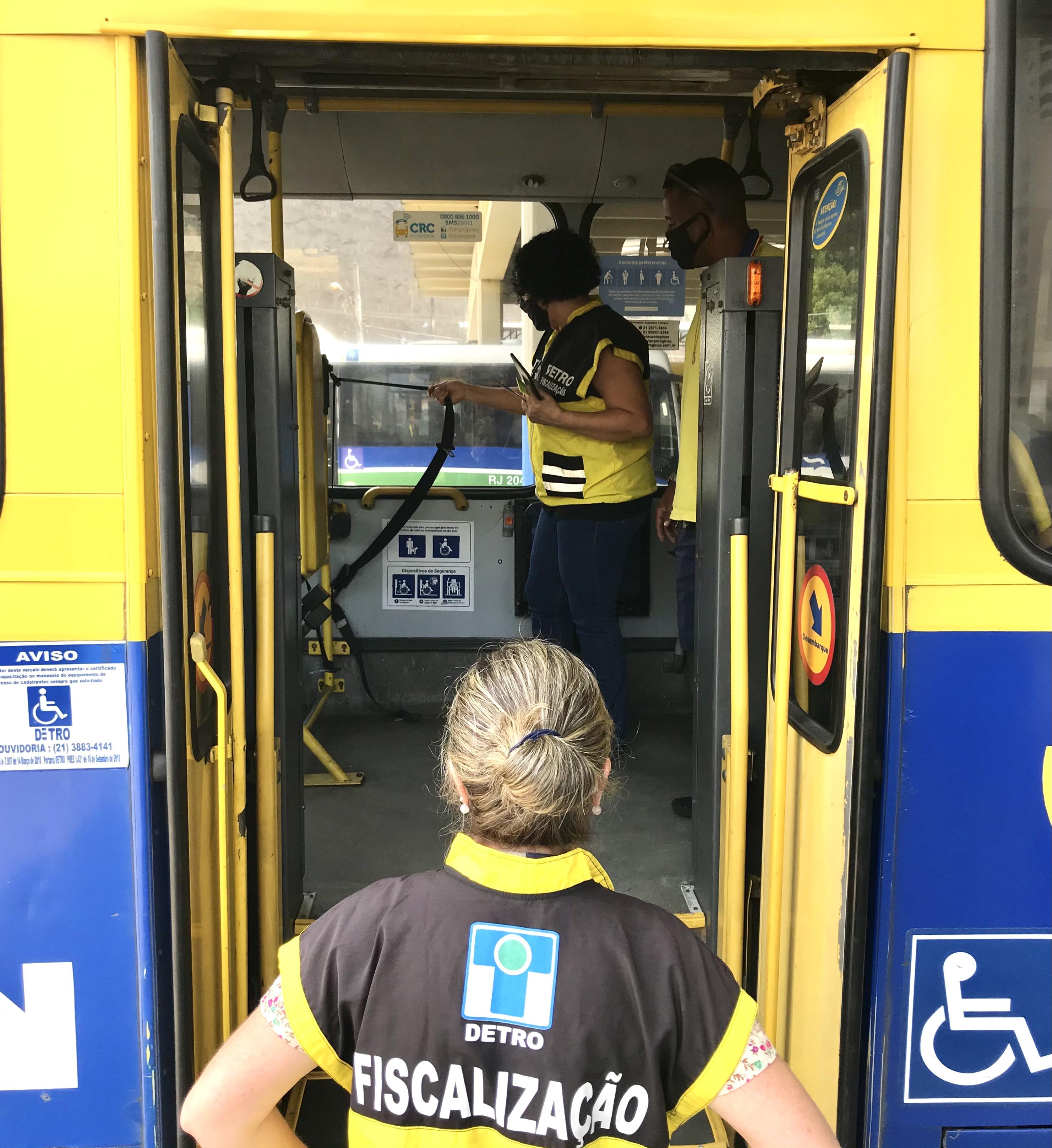 Detro-RJ realiza Operação Acessibilidade no Terminal Américo Fontenelle